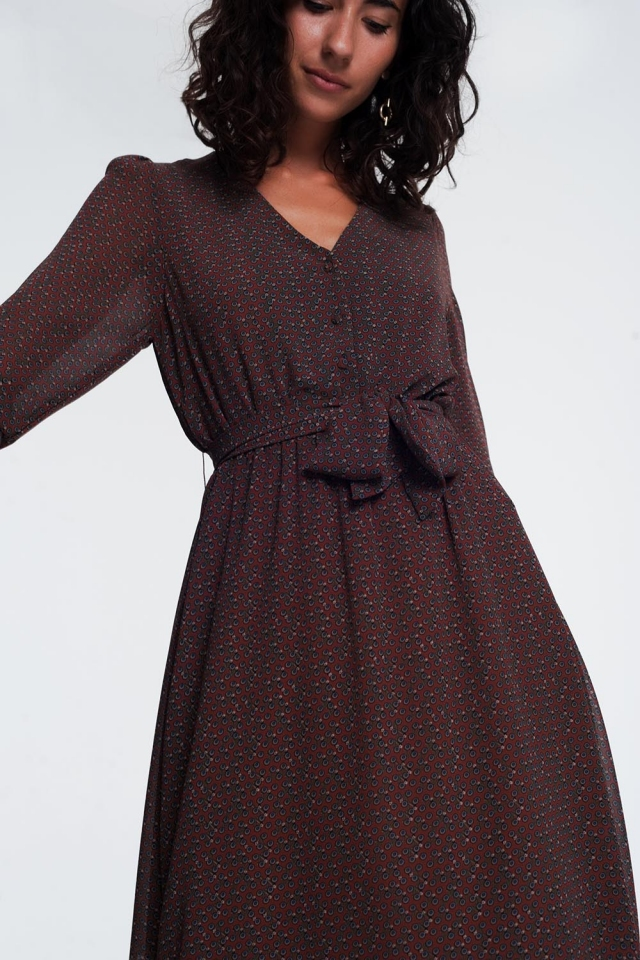 Robe marron courte boutonnée manches longues avec taille froncée