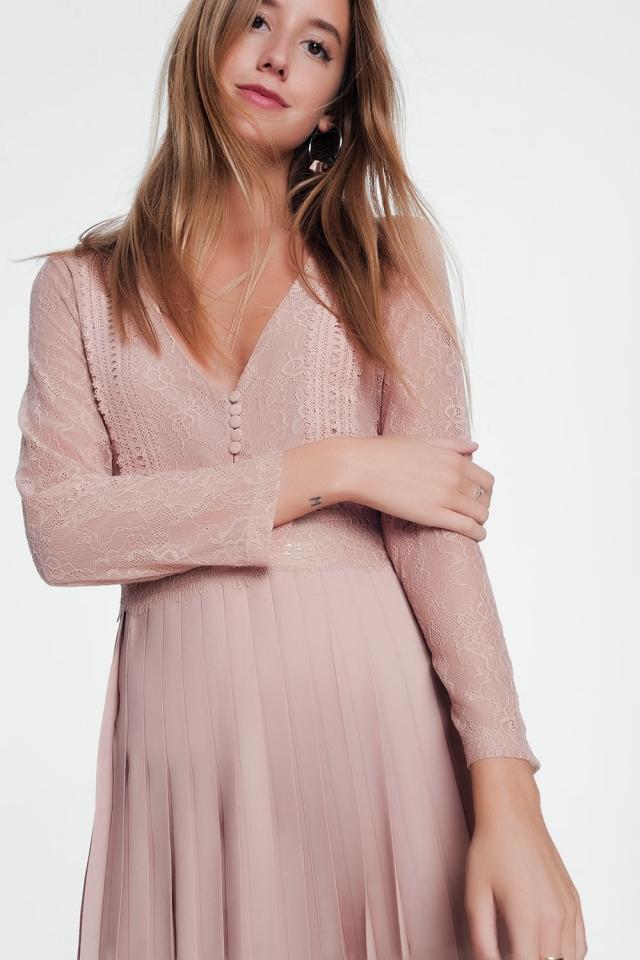 Robe midi rose à carreaux en dentelle avec jupe plissée