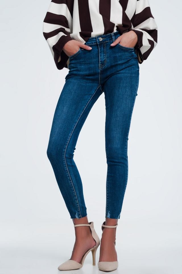 Jean skinny taille haute à ourlet brut et délavage foncé