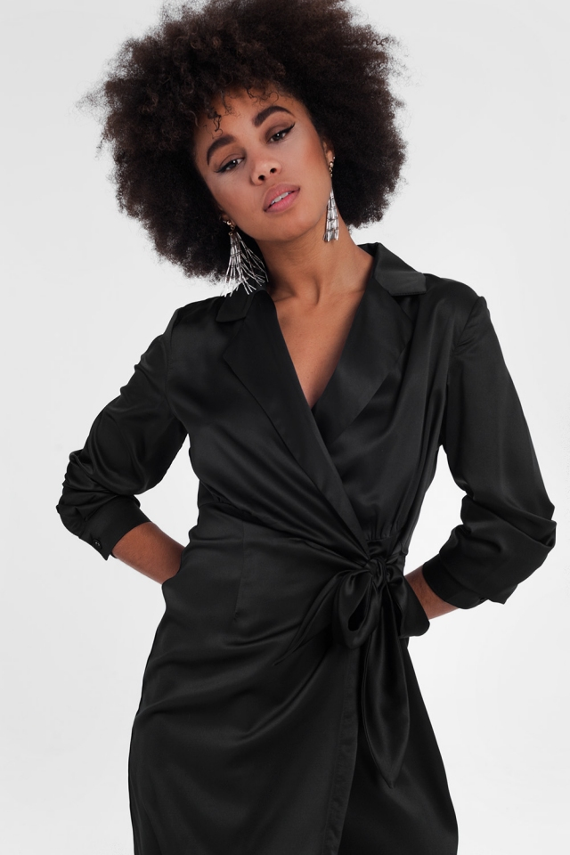 Robe courte cache-cœur avec liens Noir