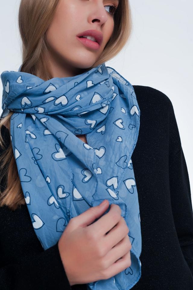 Écharpe bleue à imprimé cœur