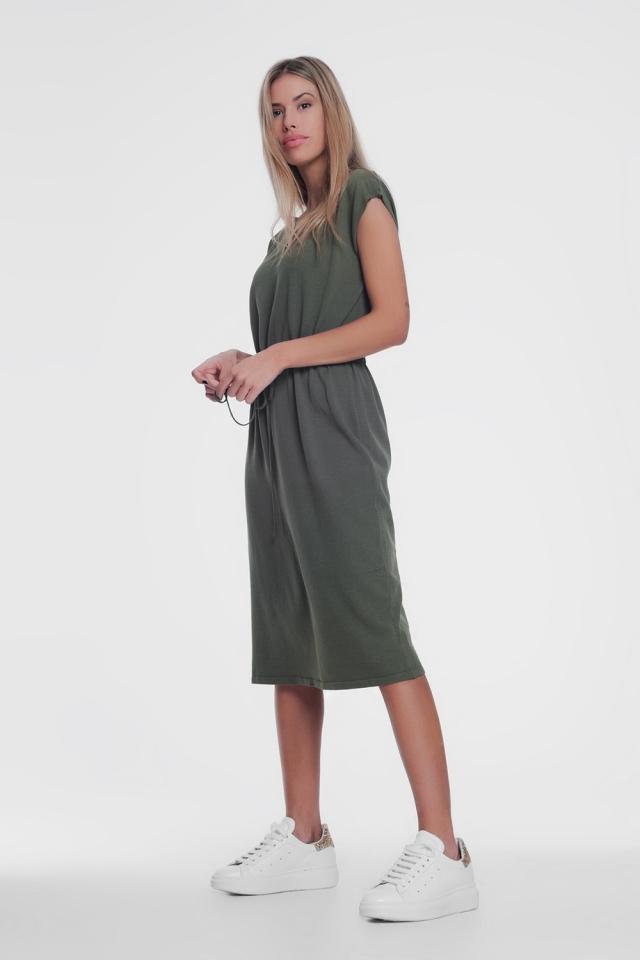 Robe t-shirt à manches courtes kaki avec taille nouée