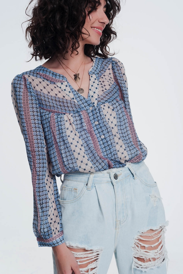 Chemise de couleur bleue avec imprimé