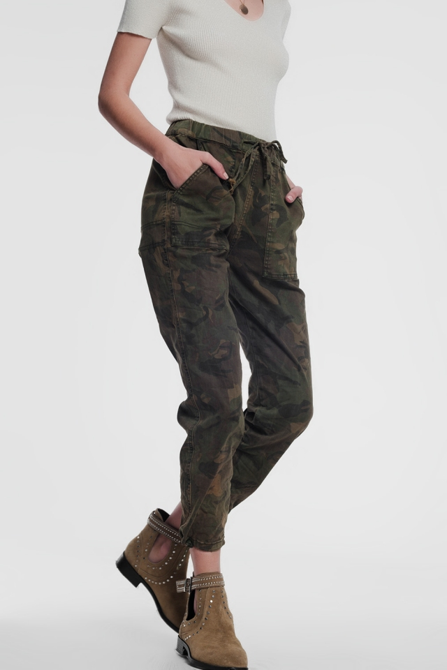Pantalon style militaire à motif camouflage