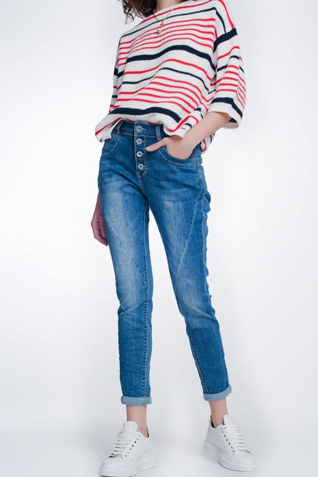 Jeans boyfriend avec boutons et lavés à moyenne moyenne