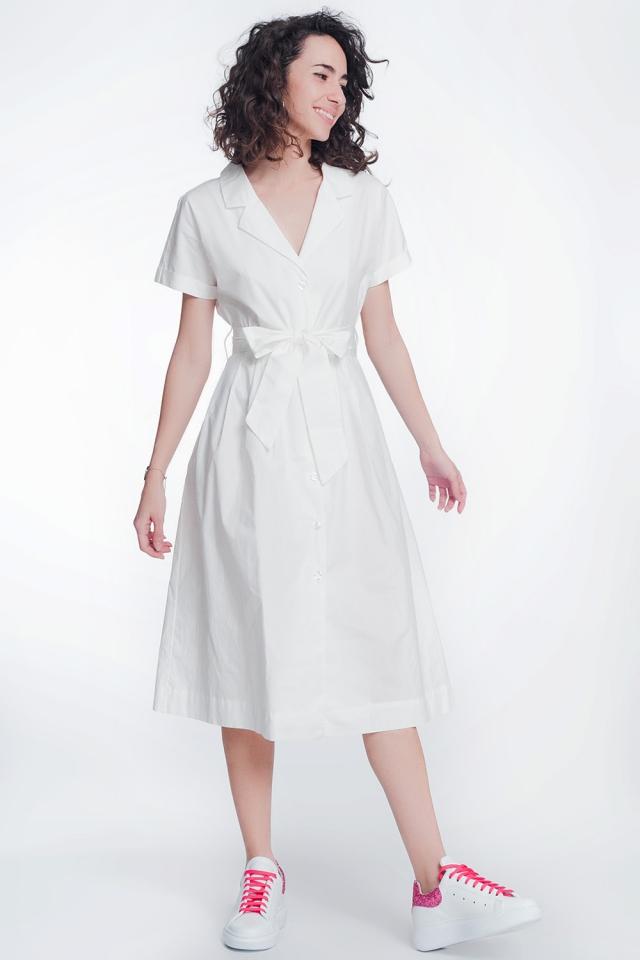 Robe chemise en popeline blanche avec ceinture et manches courtes