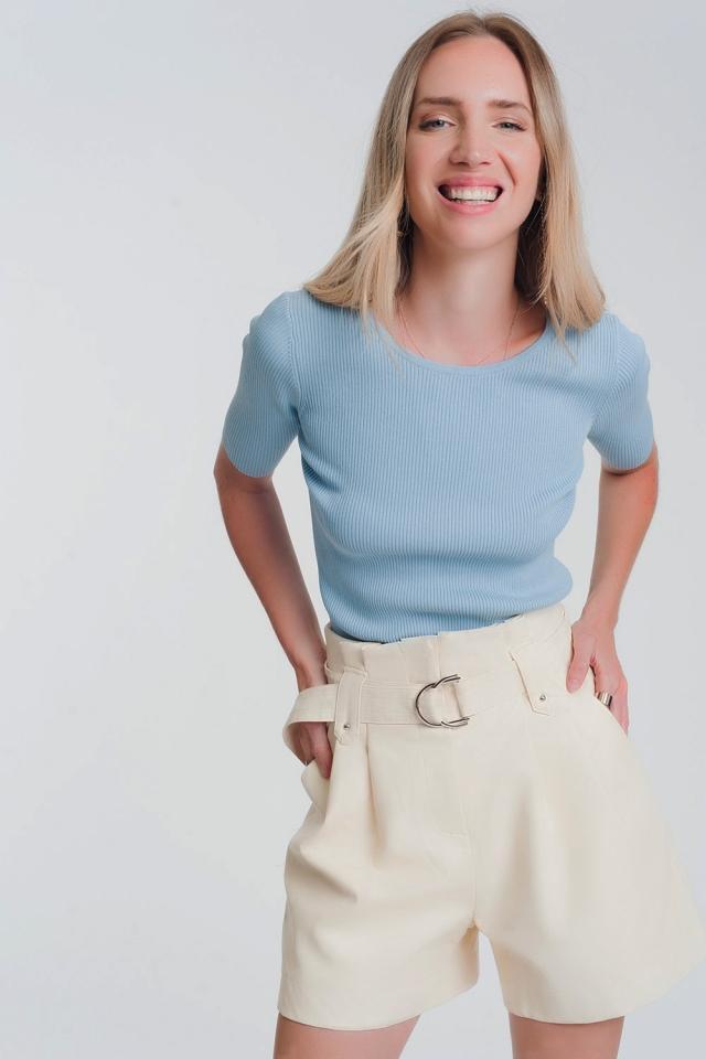 Pull bleu en maille avec liens à nouer au dos