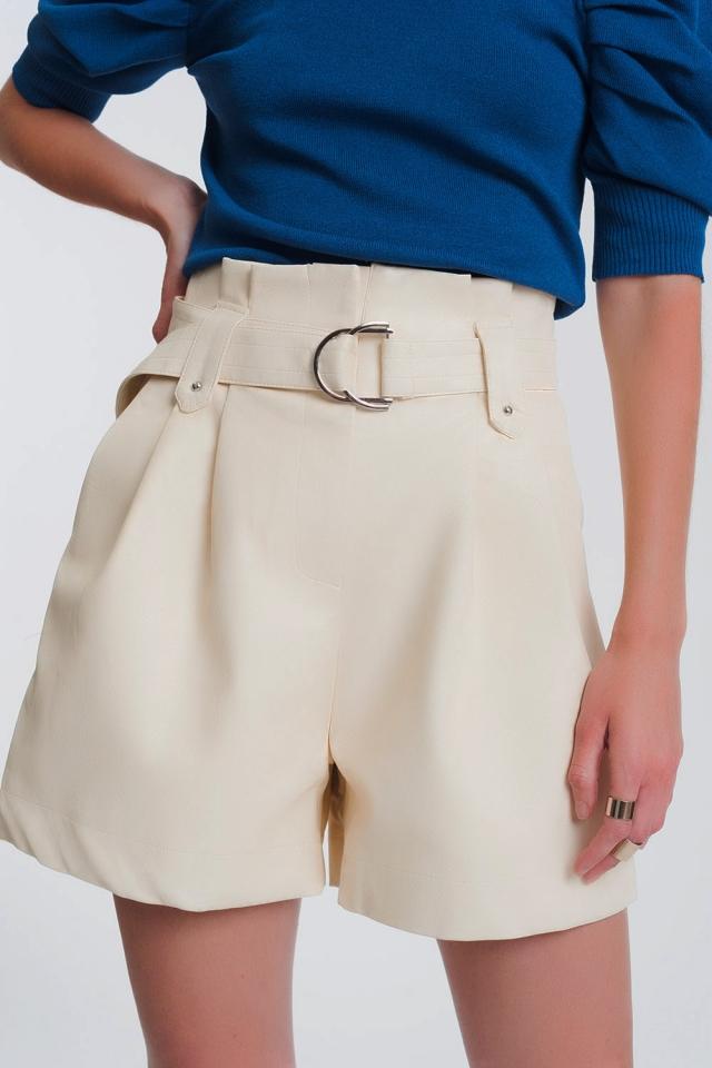 Short en imitation cuir avec poches et taille haute froncée