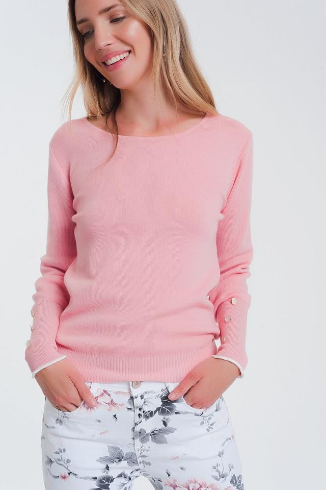 Pull rosa à col bateau avec bouton fantaisie