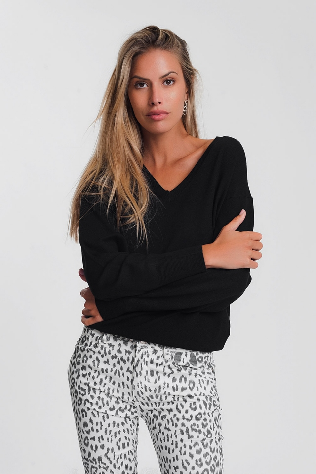 V neck light weight knit jumper in black