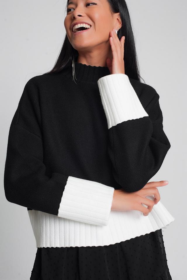 Pull noir en maille col montant avec poignets blanches