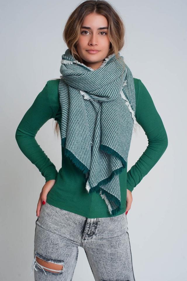 Grand foulard vert effiloché