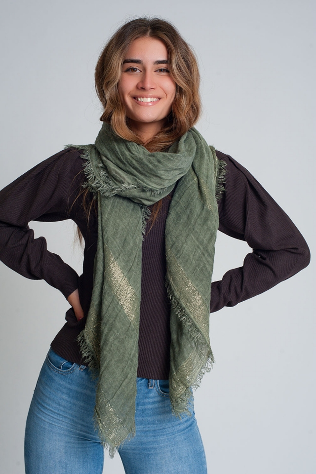 Lightweight scarf in green with gold stripes
