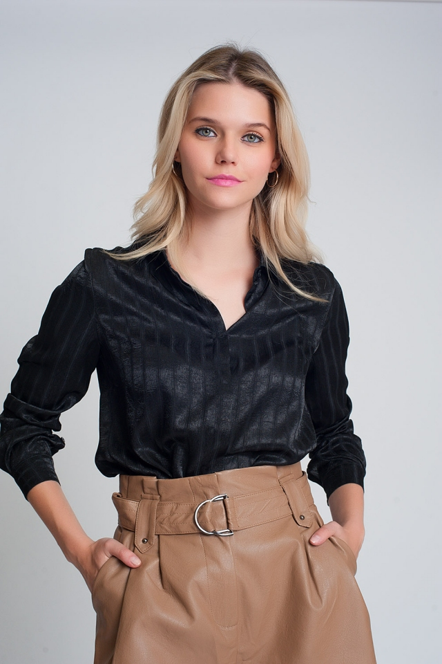 Chemise en satin à manches longues et rayures en noir