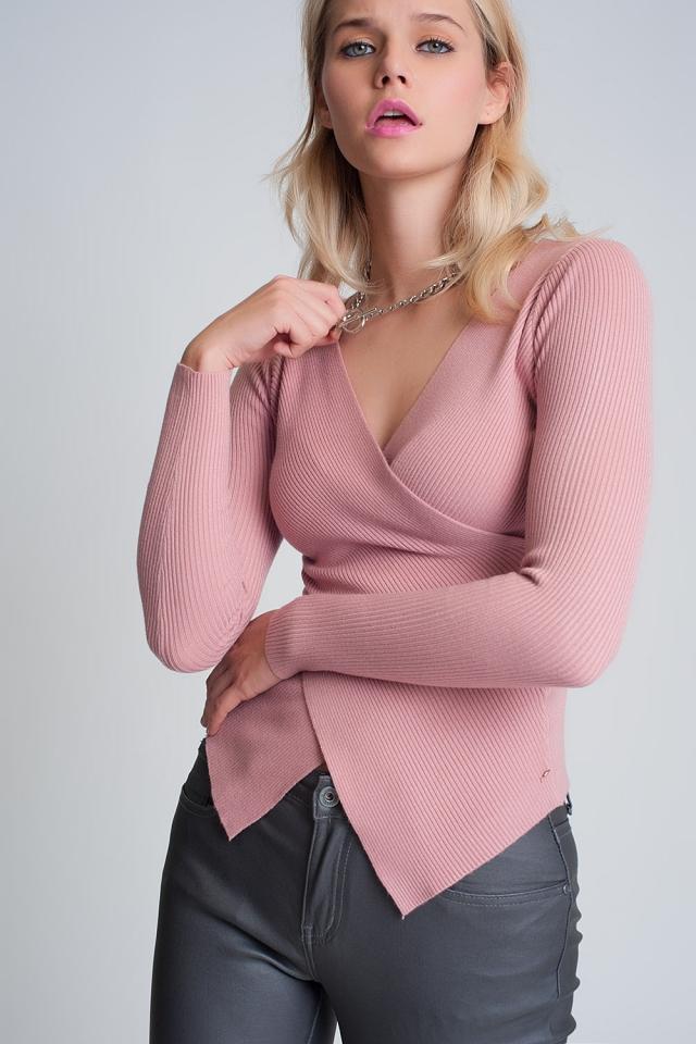 Pull drapé rose avec col en v