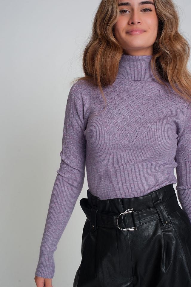 Pull ajusté à col roulé en tricot doux violette