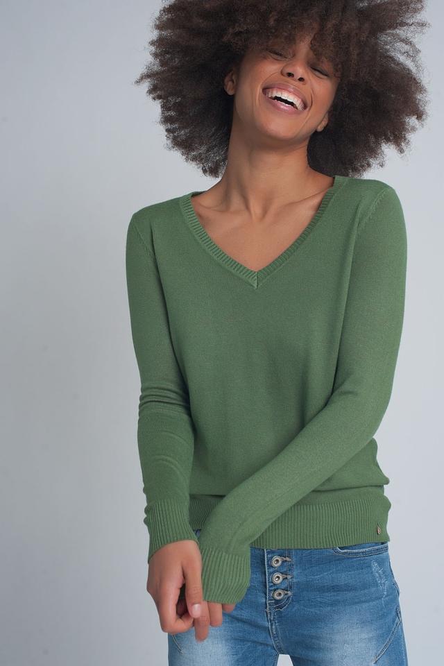 Pull basique souple avec col en V vert