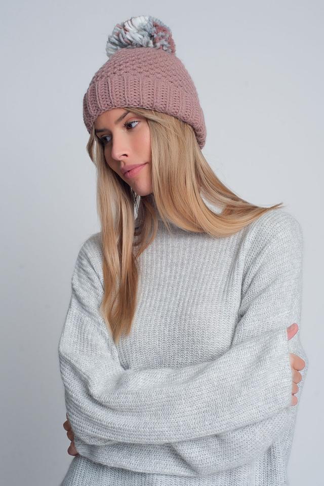Bonnet en maille texturée avec pompon en fil rose