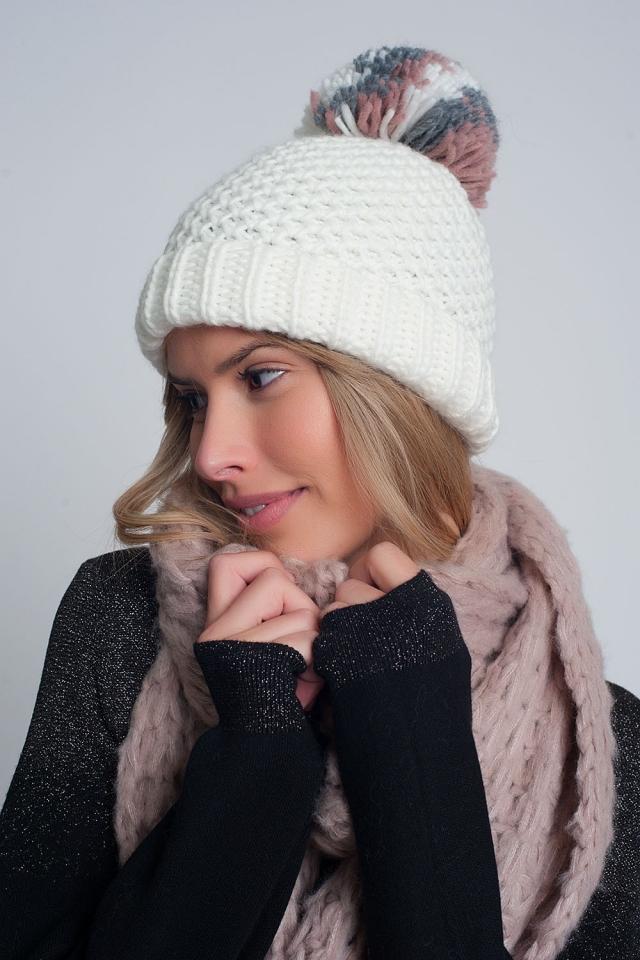 Bonnet en maille texturée avec pompon en fil crème
