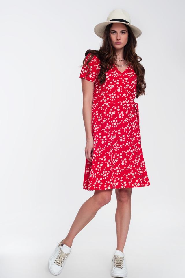 Robe portefeuille courte à imprimé marguerite en rouge