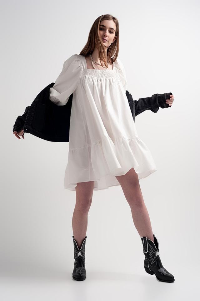 Robe babydoll courte en popeline de coton avec ourlet à basque en blanc
