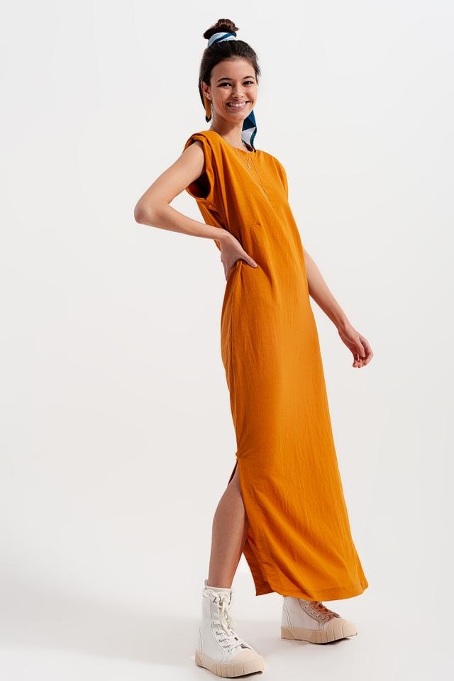 Robe longueur mollet avec épaulettes en orange