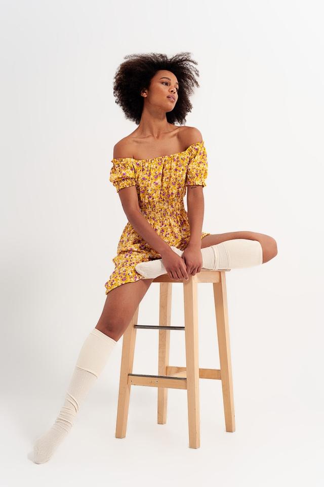 Mini robe avec détail froncé en imprimé floral jaune