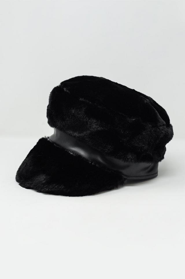 Casquette gavroche en imitation peau de mouton noir